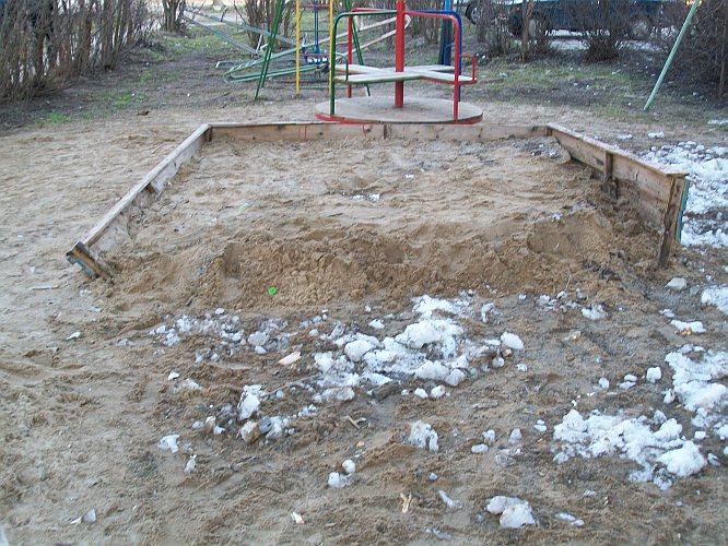 Детская площадка. Дубна. Апрель 2011 г.